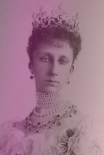 Marie Louise, Princess of Bulgaria wearing the fleur-de-lis tiara and a many-row pearl choker.